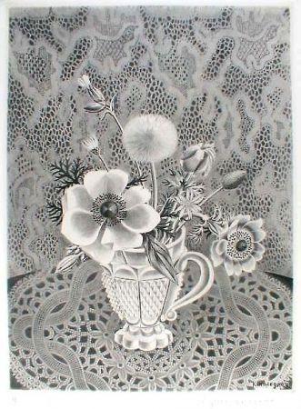 Aguafuerte Y Aguatinta Hasegawa - Anémonés et fleurs de champs dans un verre a facettes / Bouquet sur fond de dentelle