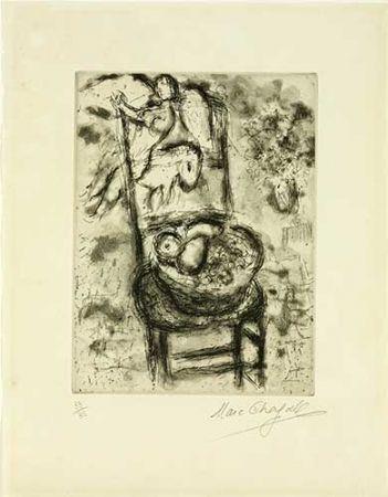 Grabado Chagall - Chaise à la corbeille de fruits