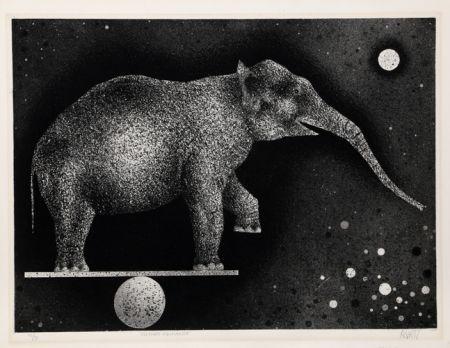 Manera Negra Avati - Elephant Equilibriste