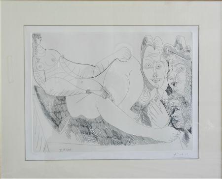Aguafuerte Picasso - Femme au Lit avec Visiteurs en Costume du XVII Siecle