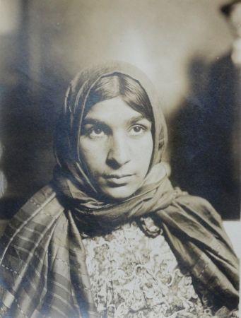 Fotografía Hine - Gypsy (Ellis Island #47)
