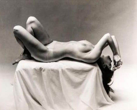 Fotografía De Dienes  - Nude Laying on Pedestal