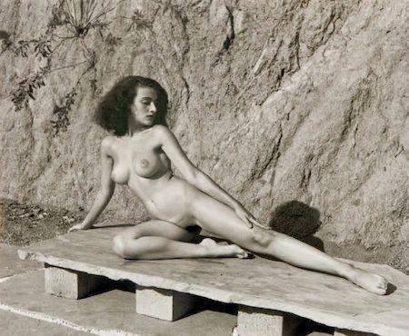 Fotografía De Dienes  - Nude on Stone Bench