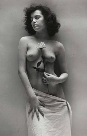 Fotografía De Dienes  - Nude with Rose