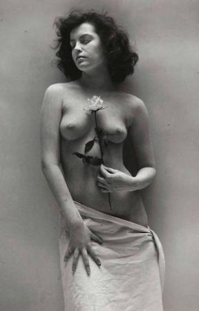 Fotografía De Dienes  - Nude with Rose