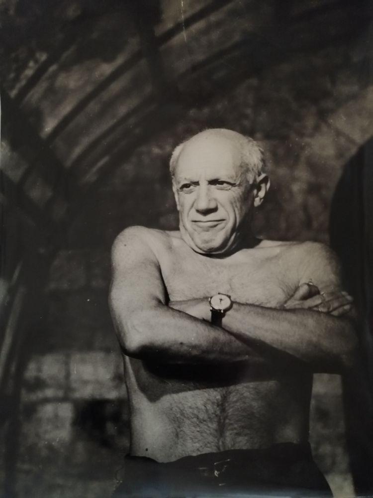 Fotografía Picasso - Picasso les bras croisés