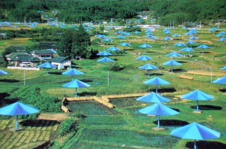 Múltiple Christo - The Umbrellas, Japan-USA, 1984-91, Ibaraki, Japan Site