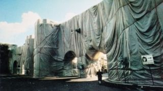 Múltiple Christo - The Wall-Wrapped Roman Wall, Rome, 1974