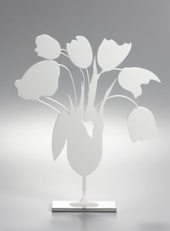 Sin Técnico Sultan - White tulips and vase, April 4, (Sculpture)