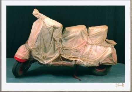 Litografía Christo - Wrapped Vespa